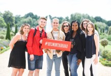 Group of Students in London on Belmont Study Abroad trip