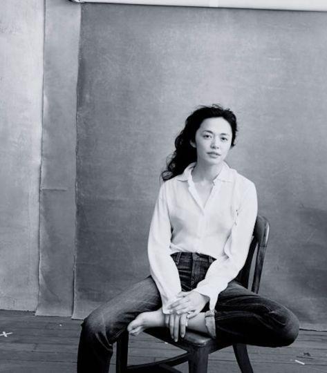 Yao-Chen-Foto-Annie-Leibovitz source www_pirellicalendar_pirelli_com