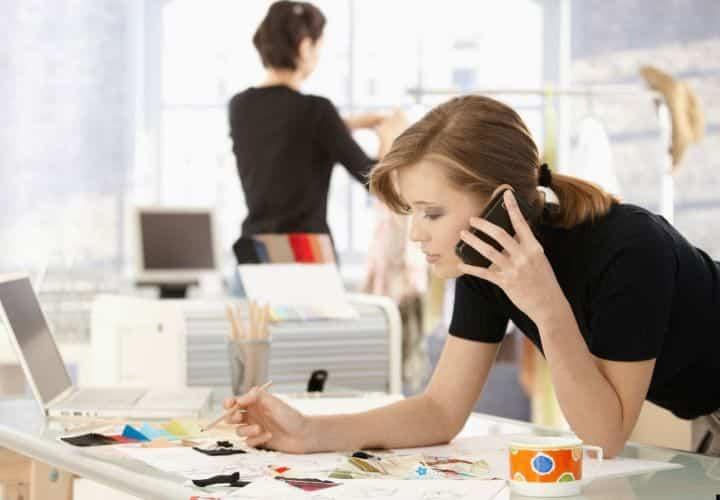 donna lavoro cellulare ufficio