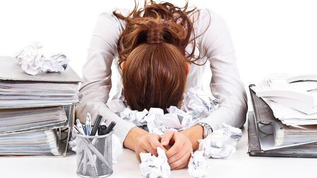 Troppa pressione al lavoro, così le donne ingrassano: lo studio