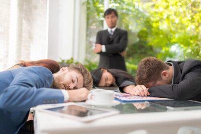 Pigrizia sociale al lavoro: cos'è e come combatterla