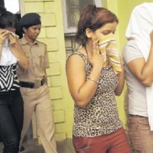 UP neta dances with bar girls | Deccan Herald