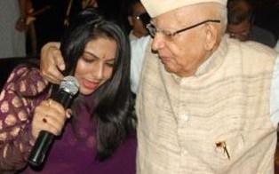 N D Tiwari dancing with Female Anchor