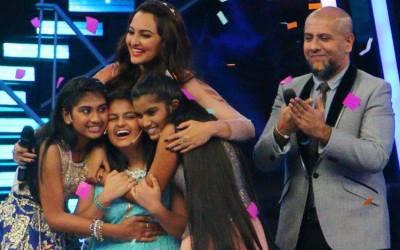 Ananya Nanda with last 2 finalists Nahid Afrin and Nithyashree Venkataramanan