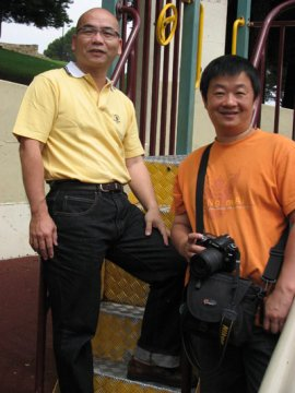 Author Feizhi (left) and painter Ye Feng
