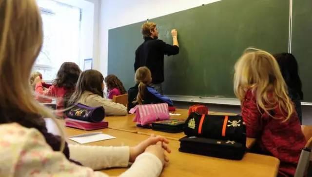 想让孩子旷课跟着家长去旅行?澳洲新修订教育法禁止学生请假出遊-澳洲唐人街