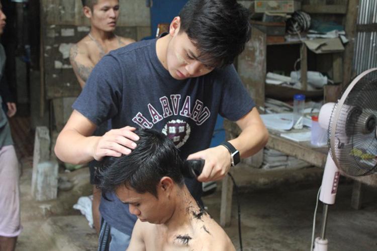 Bennett Liu giving haircuts to Karen refugees at the Mae Ra Moe refugee camp