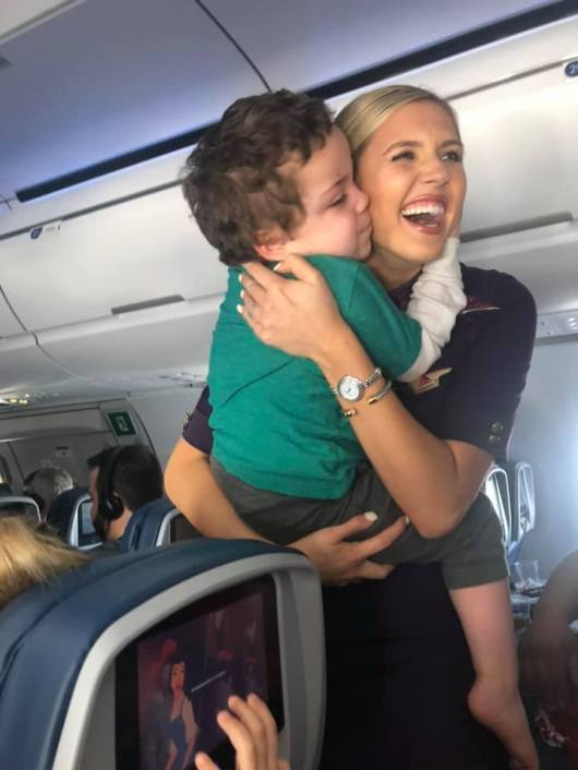 Resultado de imagem para delta airlines flight attendant