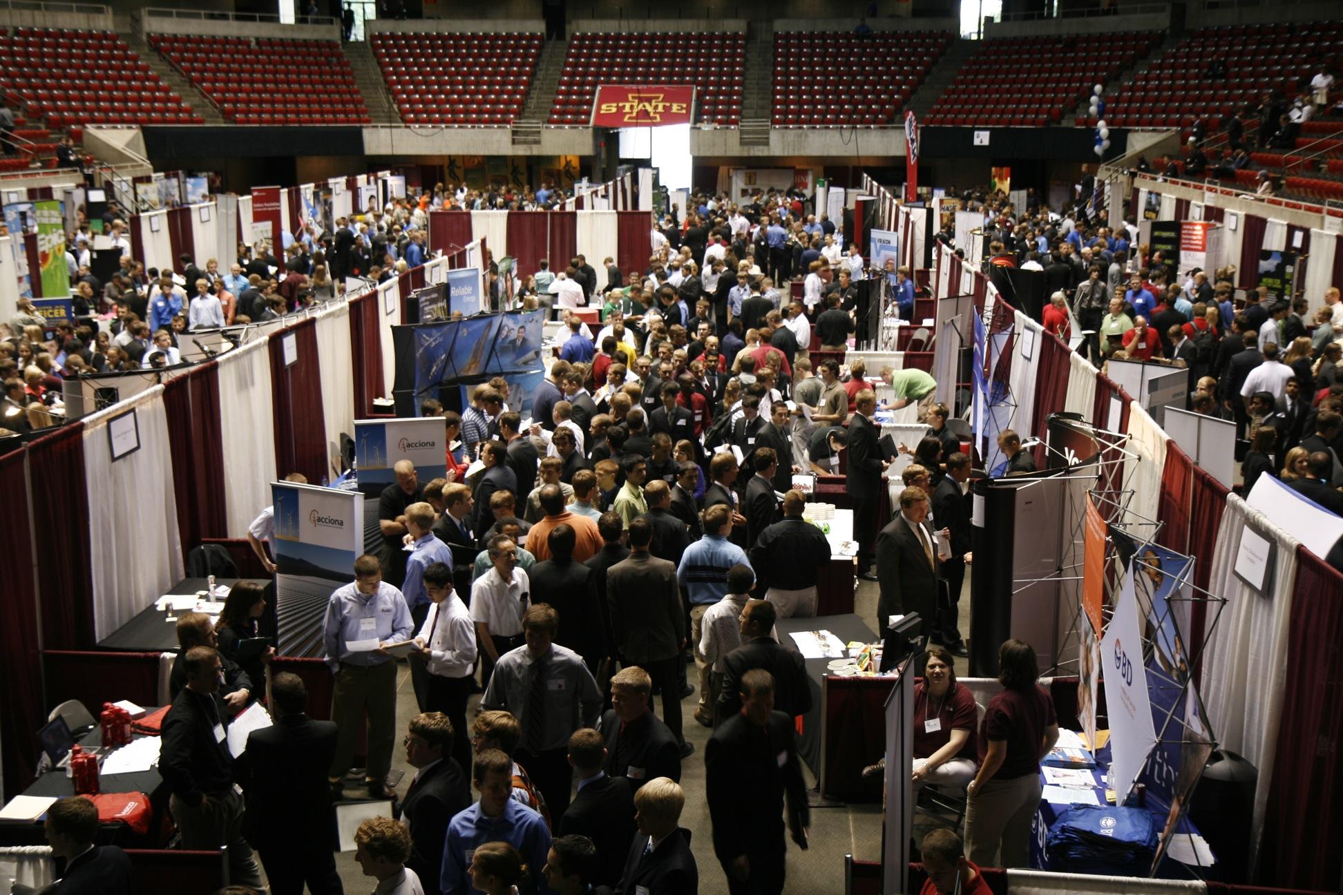 news engineering iastate edu files 2010 02 fall 09 career fair 011 jpg