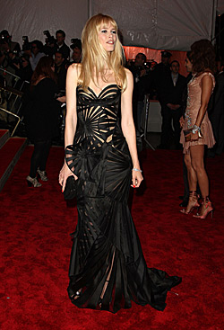 Claudia Schiffer at Metropolitan Museums Model as Muse Fashion Extravaganza in August 2009