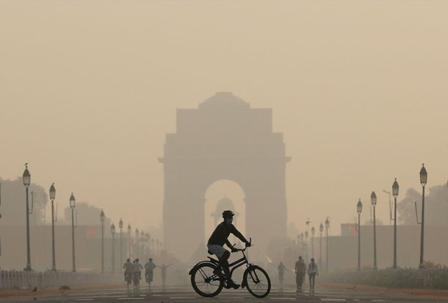 Air quality at India Gate in Delhi in smog, October 2019