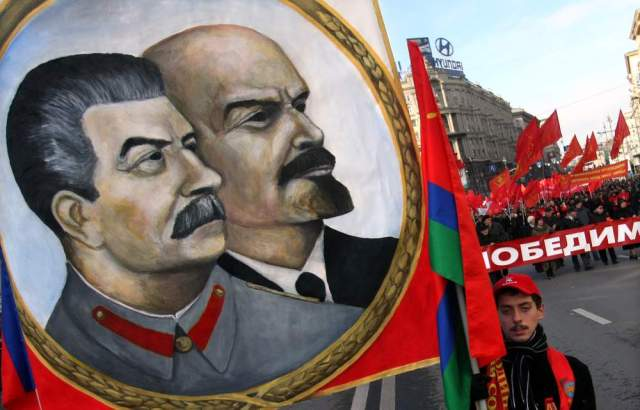 Şubat Devrimi'nin ardından Petrograd'a dönen sosyalist liderlerEkim Devrimi'nin yapılmasında önemli rol oynadı
