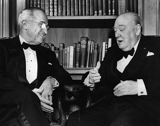 Гарри Трумэн занял пост президента США после внезапной смерти Рузвельта в 1945 году. Уинстон Черчилль был премьер-министром Великобритании в 1940—1945 и 1951—1955 годах