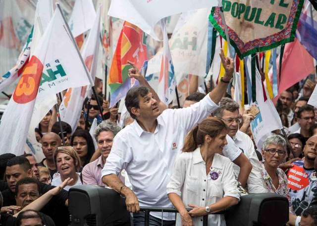Fernando Haddad, então candidato à presidência pelo PT, faz campanha em Heliópolis, em São Paulo
