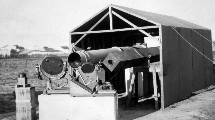Los británicos llevaron instrumentos que permitieron proyectar los rayos solares sobre un punto fijo. Dos espejos móviles reflejaban la imagen del Sol hacia los telescopios. Foto: Museo de Ciencia de Londres