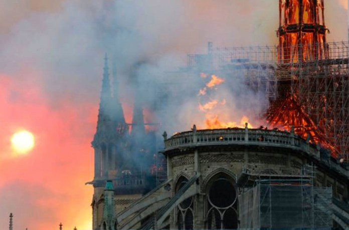 Picture of Notre Dame with the missing tower