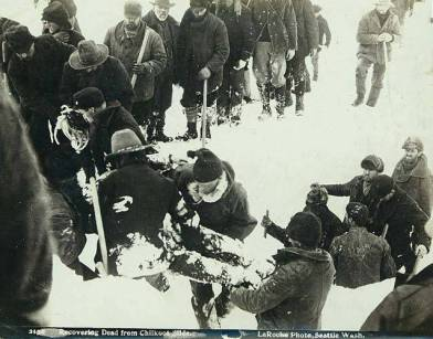 scene_near_chilkoot_pass_depicting_aftermath_of_an_avalanche,_alaska,_april_3,_1897_(laroche_168)