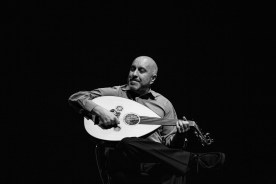 Ara Dinkjian playing an oud