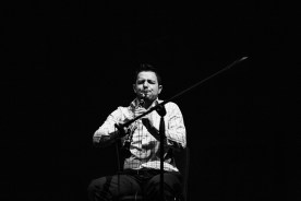 Ismail Lumanovski playing a clarinet