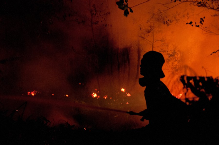 Nighttime firefighters during the 2015 fire and haze crisis in Indonesia. Aulia Erlangga, CIFOR