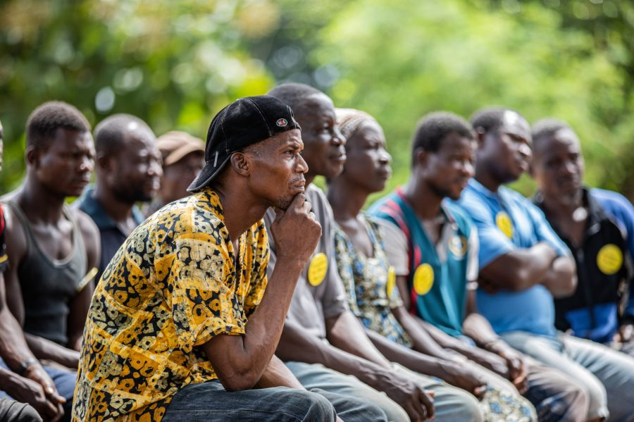 A community fire volunteer squad is trained on the Fire Danger Index and the rules and regulations that apply to controlled burning during fire season. Melle Meivogel, Form Ghana
