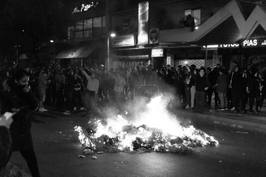 As of 25 November, 23 deaths and 2,300 injuries have been reported as caused by the anti-governmental protests. Diego Correa, Flickr