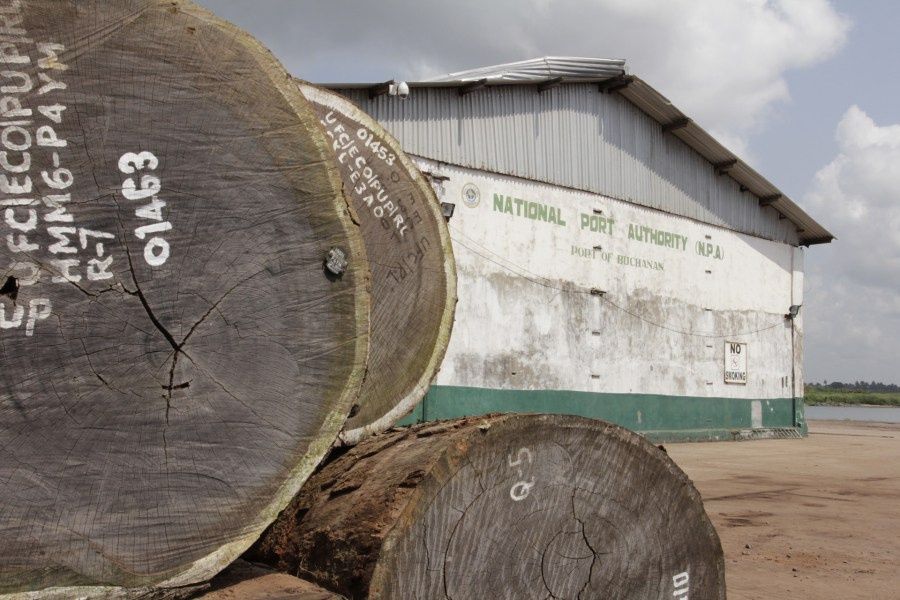Timber at the Port of Buchanan, Liberia. Photo by Flore de Preneuf, PROFOR