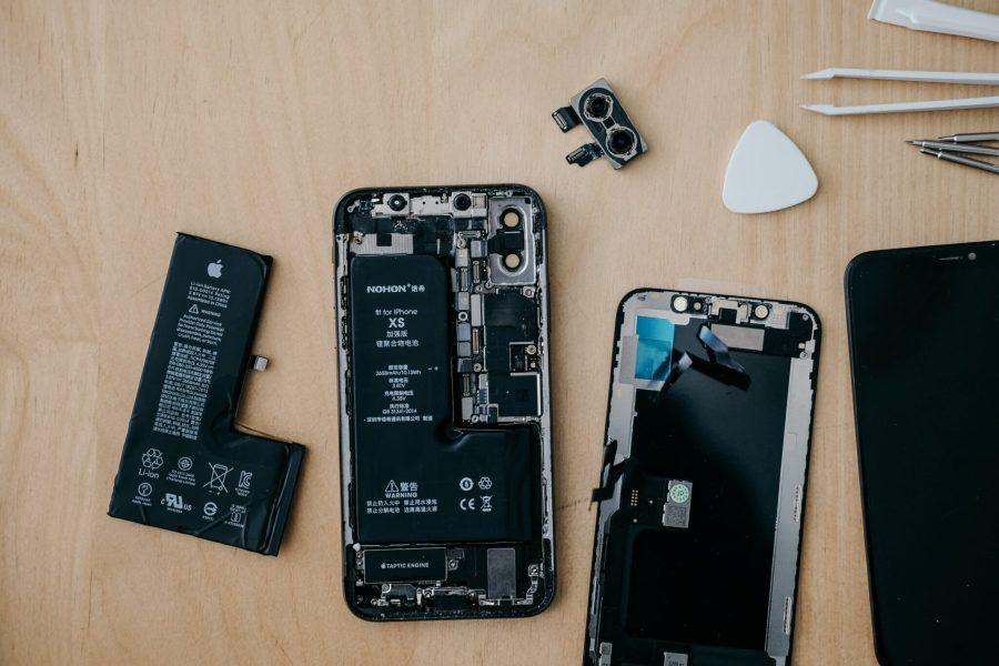 Repairing instead of throwing away damaged devices can reduce e-waste. insungyoon, Unsplash