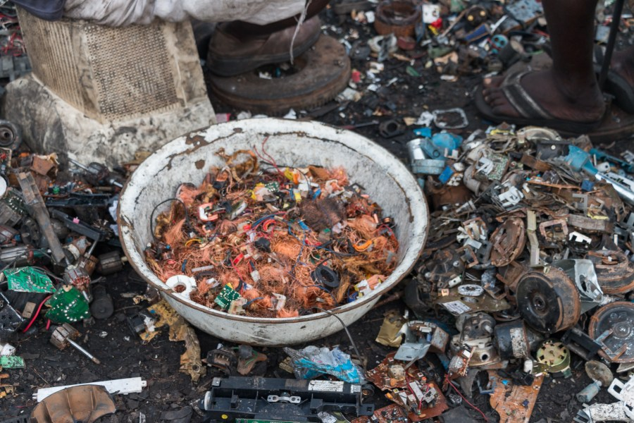 Copper mining from electronic waste and other junk in Ghana. Fairphone, Flickr