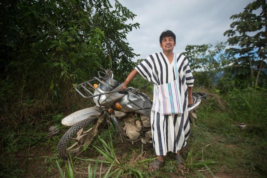 El jefe de una comunidad peruana que usa la agroforestería para producir café de manera sostenible. Marlon del Águila Guerrero, CIFOR