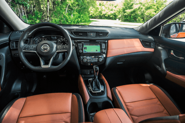 2018 Nissan Rogue review (interior)