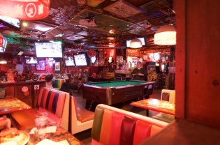 Barney's Beanery_West Hollywood_04