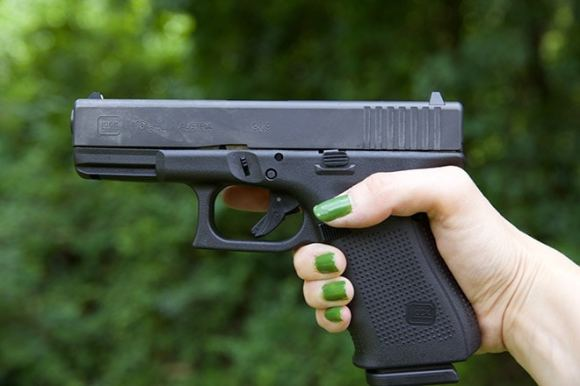 Gun Review: Glock 19 handgun in 9x19mm — for the ladies ...