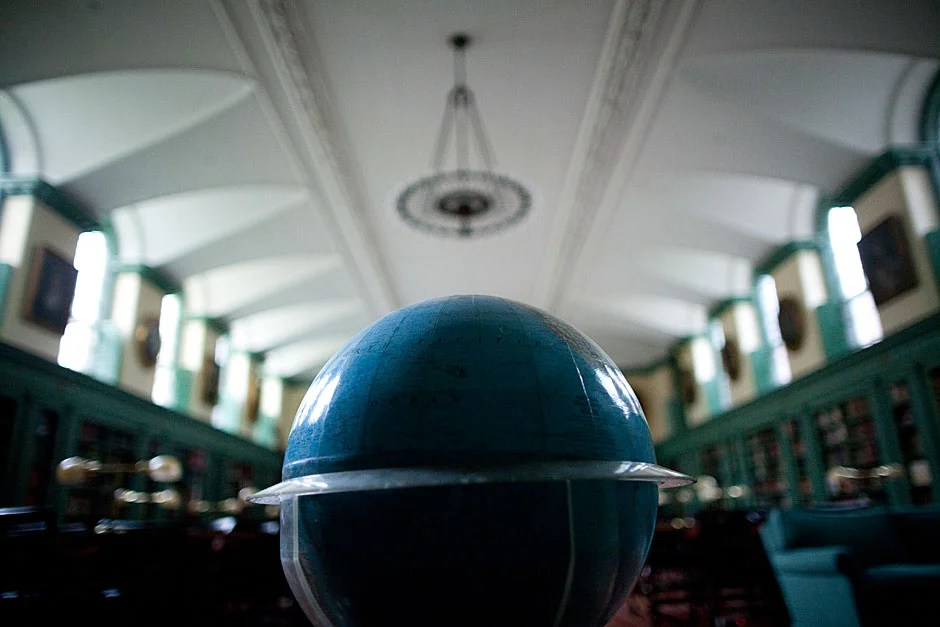 A view of the impressive library in Winthrop House. Stephanie Mitchell/Harvard Staff Photographer