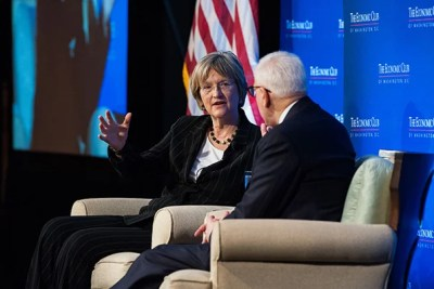 Today at the Economic Club in Washington, D.C., Harvard President Drew Faust discussed the challenges and opportunities facing higher education with Economic Club President David M. Rubenstein.