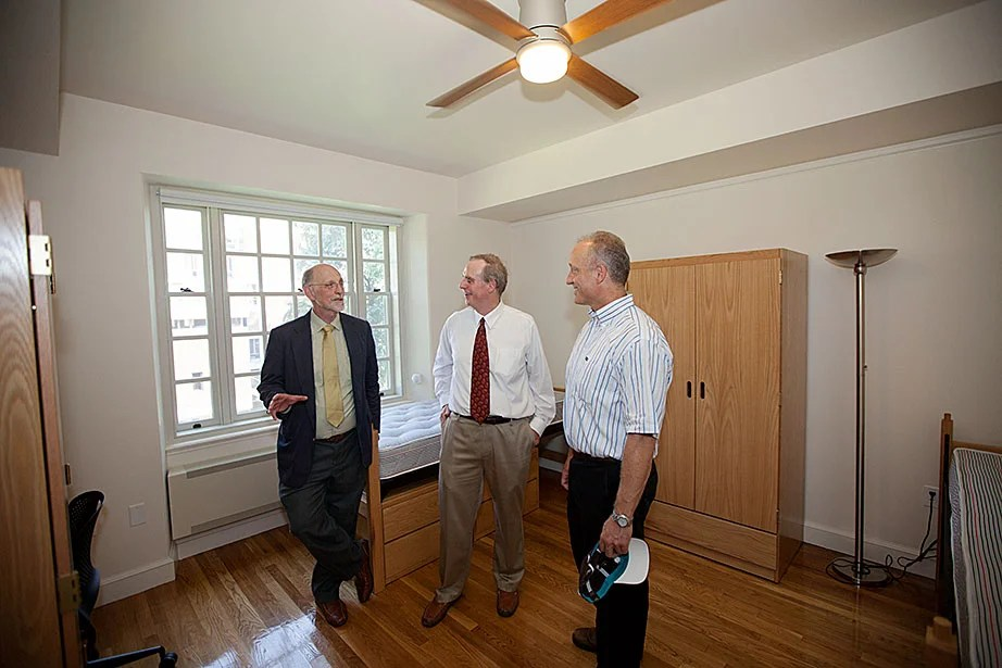 Interim Dean of Harvard College Donald Pfister (left), KieranTimberlake architect Stephen Kieran, and Dean of the Faculty of Arts and Sciences Michael D. Smith inspect a student room.