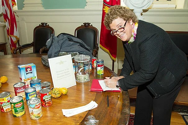 Mary Ann Bradley, associate dean for administrative operations for FAS, took the time to participate in Giving Thanks. The annual event not only let the Harvard community send notes of thanks to colleagues, but also encouraged donations to the Harvard Square Homeless Shelter.