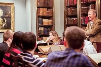 At Houghton Library, Harvard Shakespeare scholar Stephen Greenblatt (far right), guides Humanities 10a students through a look at first editions and other treasures.