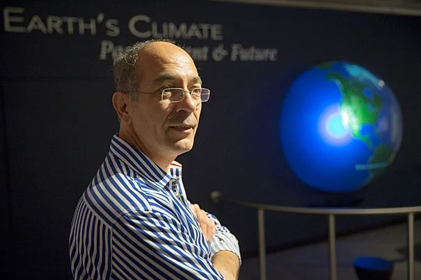 """Professor of Geophysics Jerry Mitrovica's recent talk, """"Ancient Eclipses, Roman Fish Tanks, and the Enigma of Global Sea Level Rise,"""" examined the dynamics of sea level rise and debunked the arguments of climate-change deniers."""