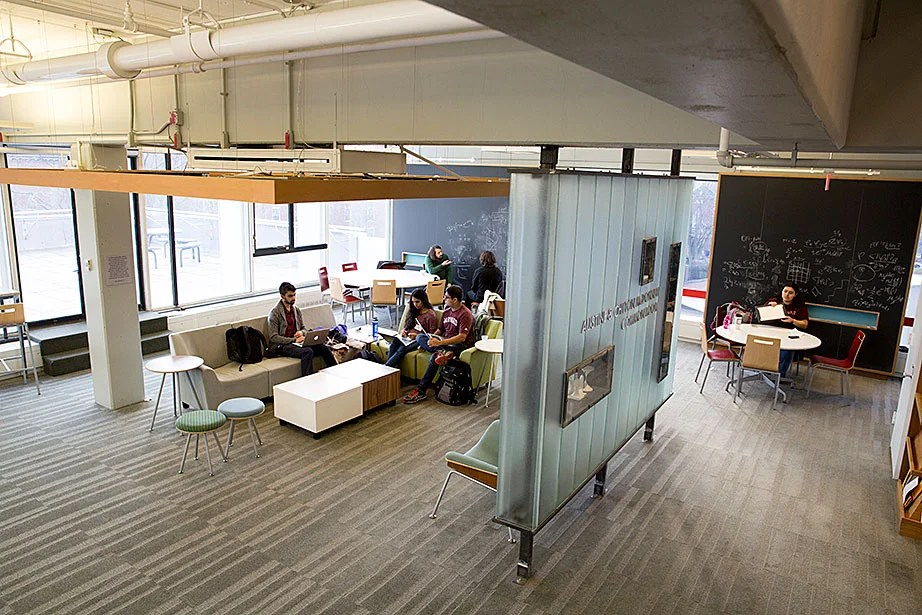 The lively Austin and Chilton McDonnell Common Room is on the fourth floor of the Science Center.