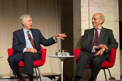 """At the Harvard Marshall Forum dinner, Associate Justices of the Supreme Court Neil M. Gorsuch, J.D. '91 (left), and Stephen Breyer, J.D. '64 stressed the importance of respect for the rule of law and the """"sense that judges can safely decide the law without fear of reprisal."""""""