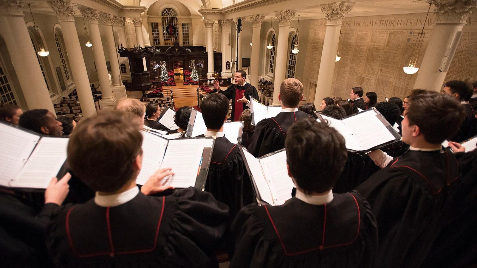 Christmas carol tradition returns to renovated Memorial Church ...