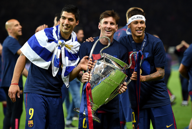 BERLIN, GERMANY - JUNE 06:  (L-R) Luis Suarez, Lionel Messi and Neymar of Barcelona celebrate with the trophy after the UEFA Champions League Final between Juventus and FC Barcelona at Olympiastadion on June 6, 2015 in Berlin, Germany.  (Photo by Matthias Hangst/Getty Images)