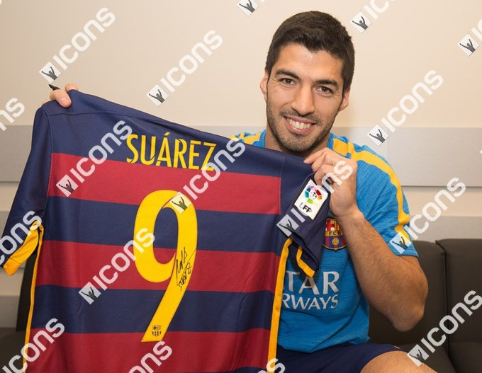Luis-Suarez-Icons-Signing-Photos-Shirt