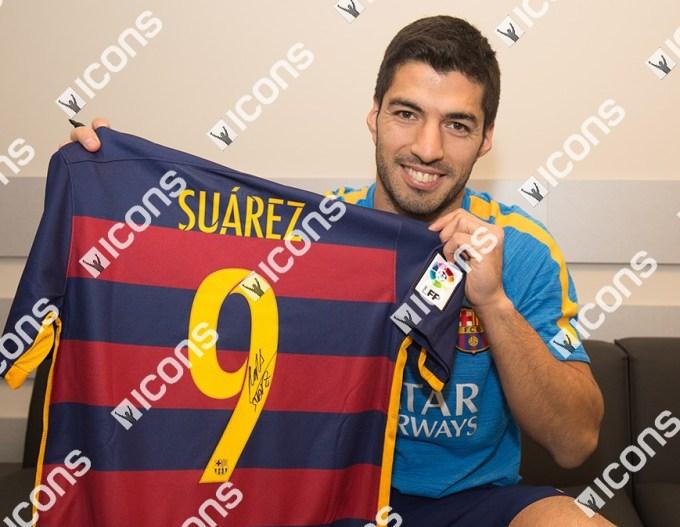 Luis-Suarez-Icons-Signing-Photos-Shirt