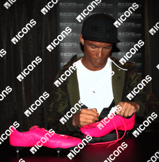 iccrb13-cristiano-ronaldo-signed-nike-pink-boot_1_1