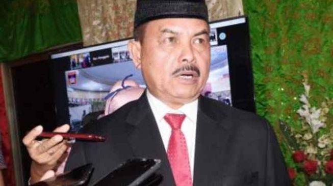 Tolak SKB 3 Menteri, Fauzi Bahar Kritik Keras Nadiem: Jilbab itu untuk Melindungi Anak-anak Kami!
