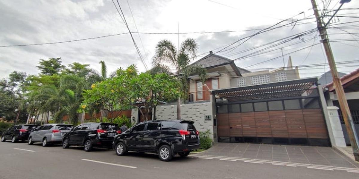 Empat Mobil Penyidik KPK Parkir Di Rumah Ihsan Yunus, Lakukan Penggeledahan?