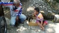 Kisah Pilu Kakek Penjual Mainan, Tahan Lapar Demi Anak Cucu