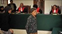 Hakim Menangis dan Minta Maaf Hukum Nenek Pencuri Singkong Ini Karena Lapar